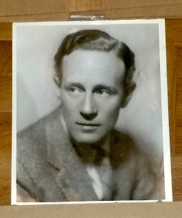 036-leslie-howard-portrait-10x8-early-30s-but-stamped-jan-8th-1937-on-backscribbled-notes-a
